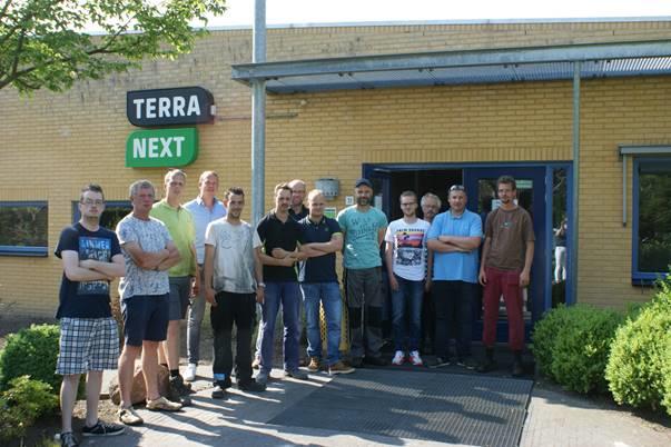 De eerste 10 deelnemers van de nieuwe bbl-opleiding Tuin, Park en Landschap van Abiant Uitzendgroep en TerraNext. Tevens op de foto Jaap Meijer, vestigingsleider Abiant Groningen en Rob Schipper van Terra Next.