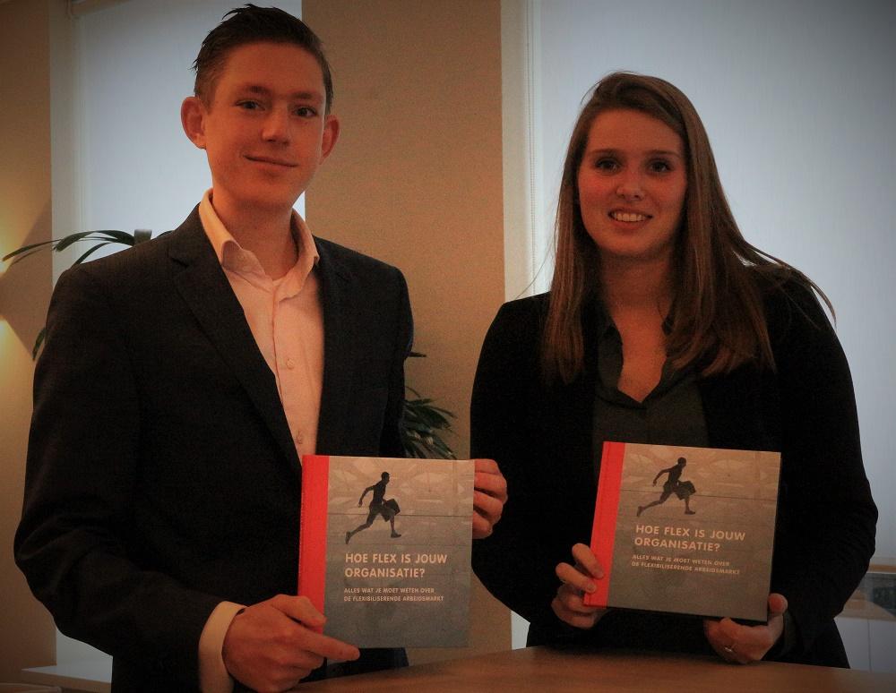 Niels Huismans en Marloes de Kaart, werkzaam bij FastFlex, presenteren het boek 'Hoe flex is jouw organisatie?'