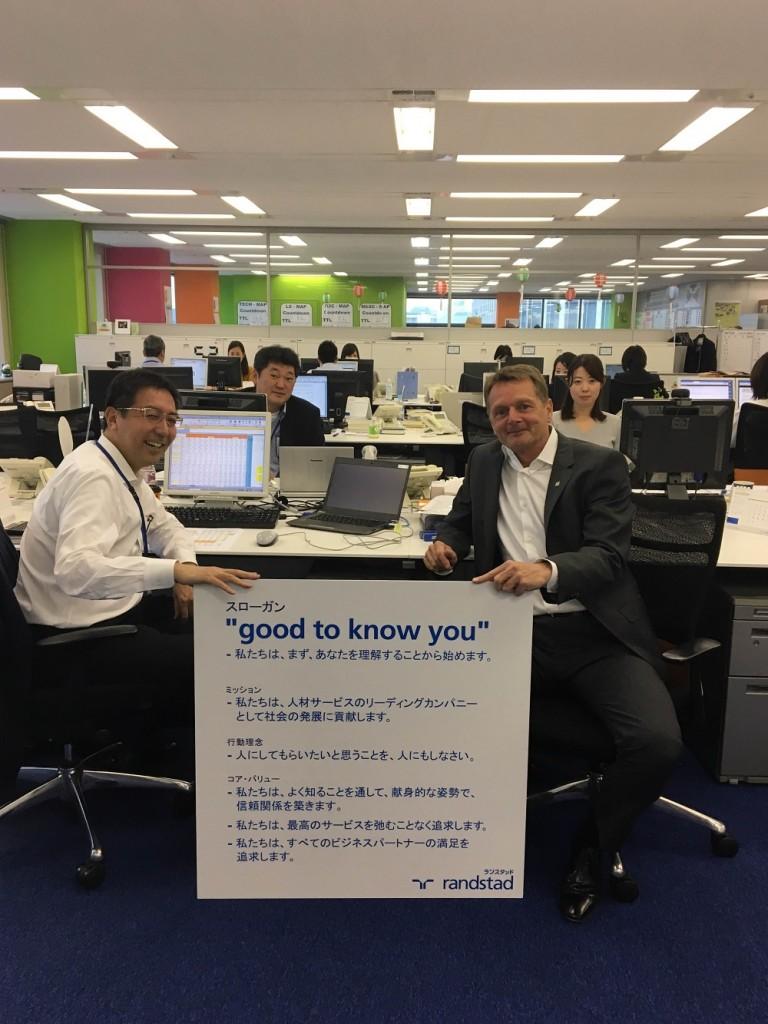 Randstad Japan 'Good to know you' - CEO Marcel Wiggers bij zijn team op het hoofdkantoor
