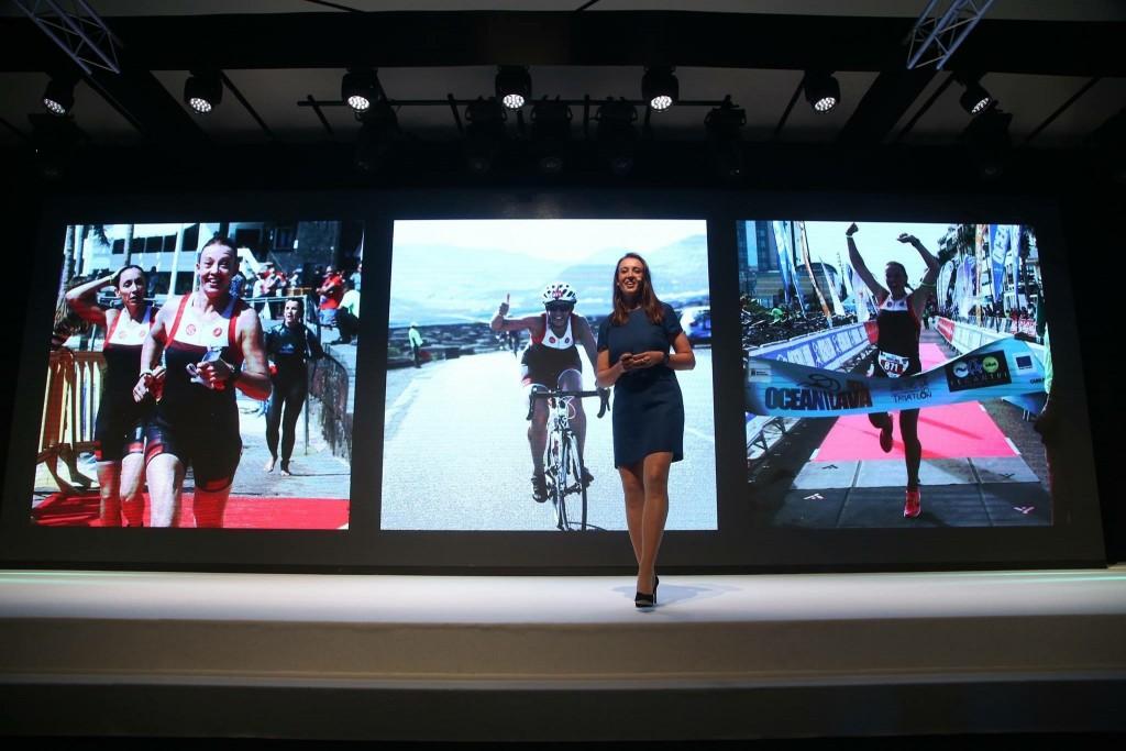 Joyce Bijl, Adecco Group, op het podium tijdens presentatie Win4Youth