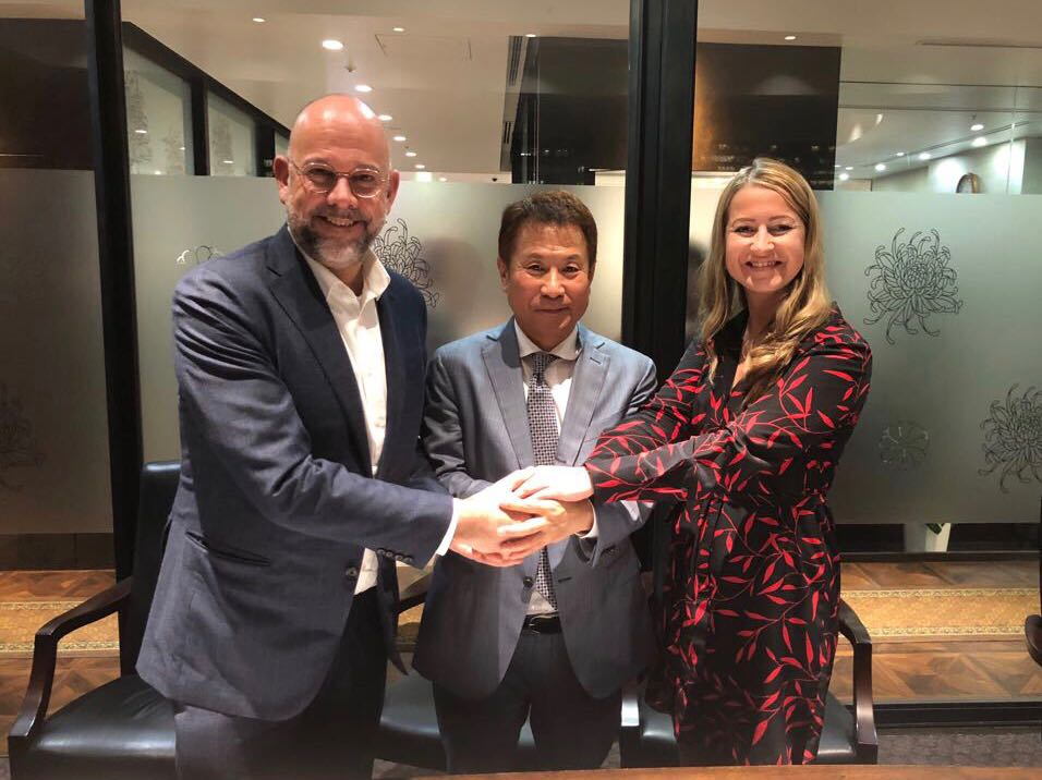 Frank van Gool (CEO OTTO Holding), Mr. Haruhiko Doi (CEO OUTSOURCING Inc.) en Karolina Swoboda (Operational Director OTTO Work Force NL).