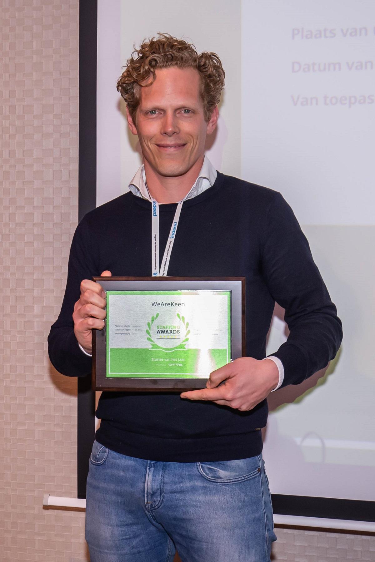 Doeke Geertsma, WeAreKeen, neemt Staffing Award 'Beste Starter' in ontvangst