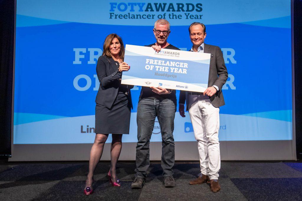 David Beckett ontvangt de FOTY Award 2019 van Claudia Zuiderwijk, bestuursvoorzitter KvK
