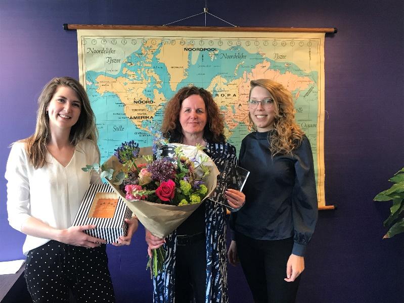 FlexKennisAwards 2019 gewonnen door Marcella van Schijndel van Please Administratie (midden) en Liza van der Kruk van E-Payroll (rechts)