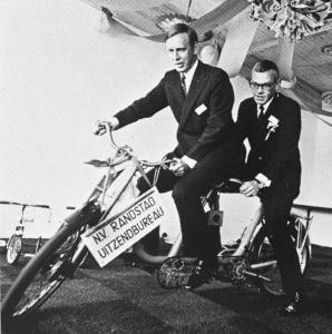 Randstad 1960: Frits Goldschmeding en Ger Daleboudt met fiets