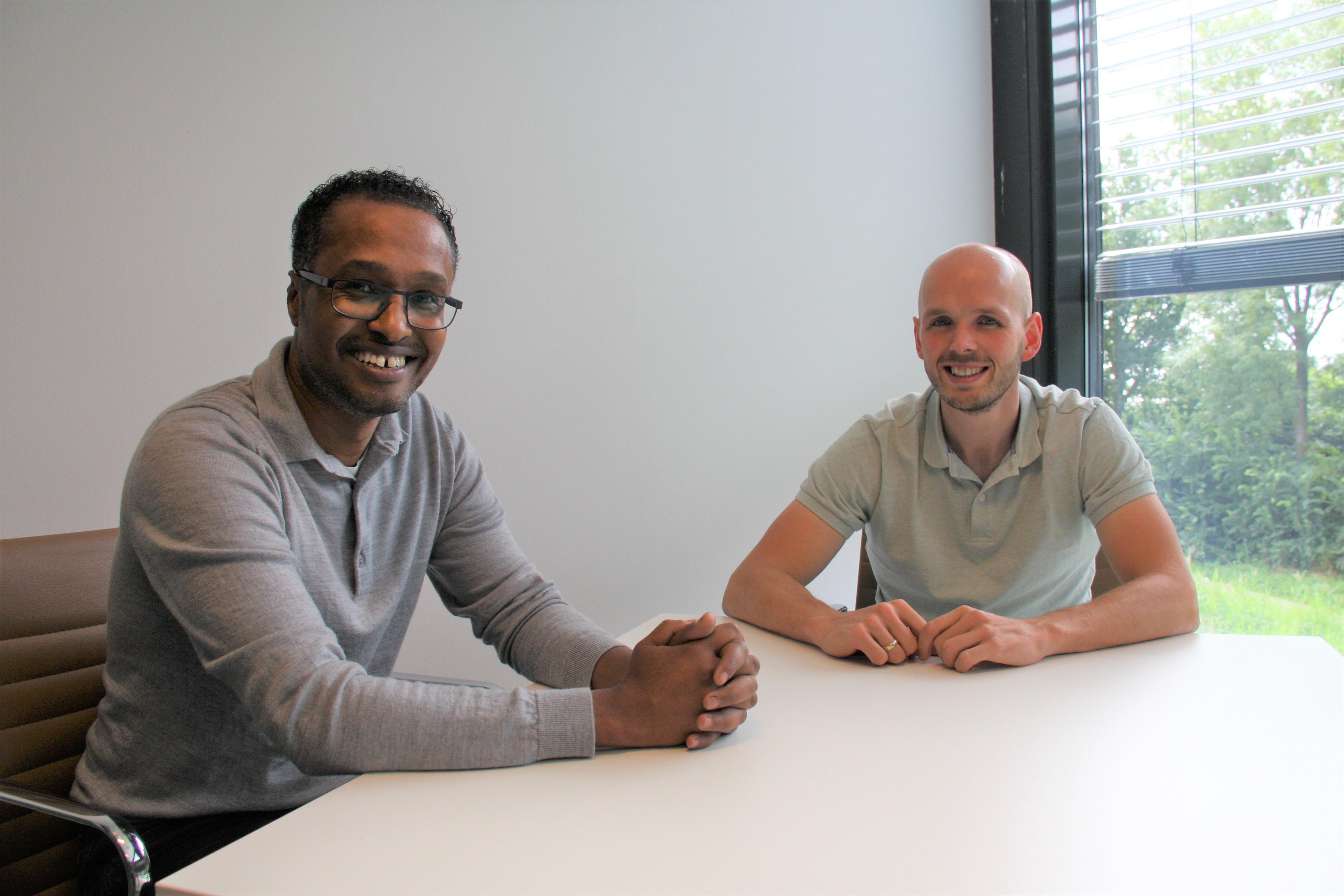 Idris Fatah Ahmed (l) en Henri Ruitenberg (r) geven samen leiding aan het team van Base to Work.