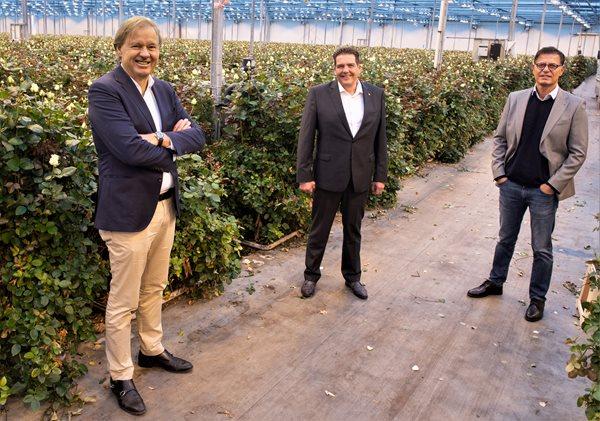 De-directie-van-Carrière-Uitzendbureau-v.l.n.r.-Marcel-Slaghekke-Johan-de-Jong-en-Hurriyet-Bagcan