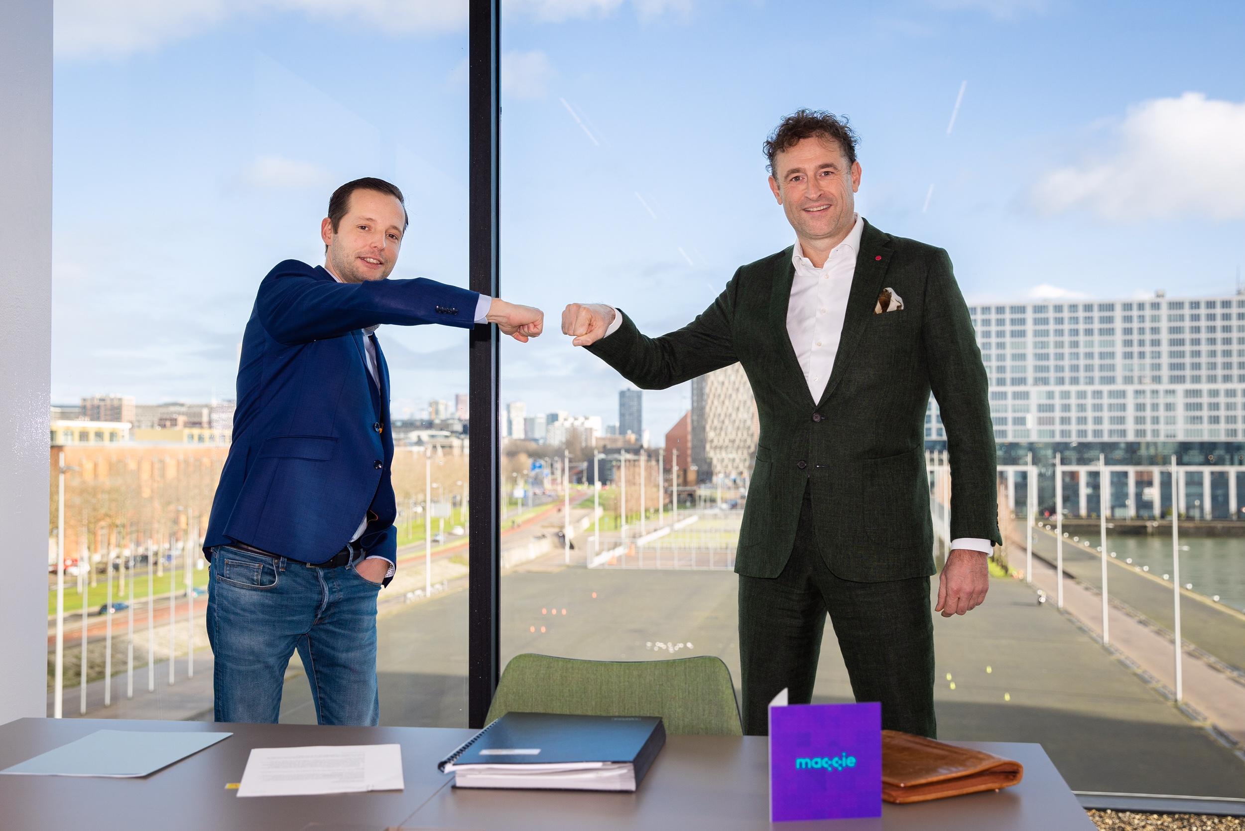 Pieter Leenman (l) en Charles Van Goch bij de contractondertekening (foto: Mise en Place).