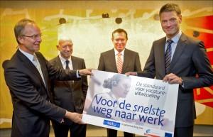 Minister Kamp neemt SETU standaard voor vacature-uitwisseling in ontvangst
